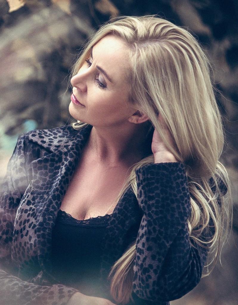 Anna Kossak w futrze